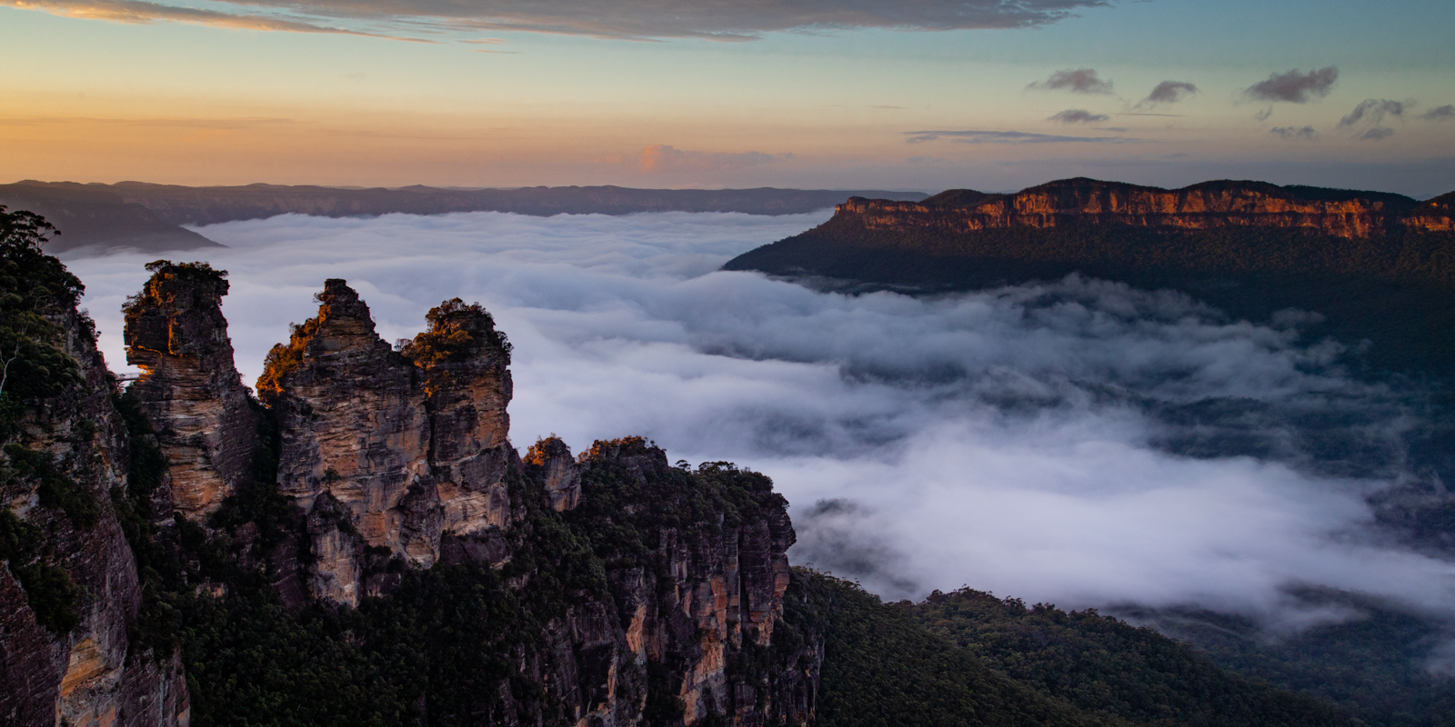 <h5>Sunrise - Echo Point, Blue Mountains - Austrailia</h5><p>By Steve Bancroft																	</p>
