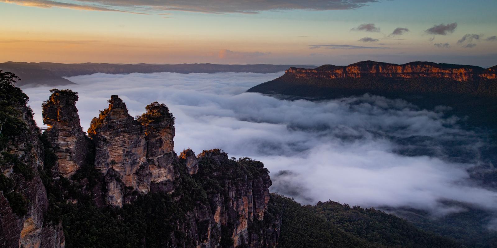 <h5>Sunrise - Echo Point, Blue Mountains - Austrailia</h5><p>By Steve Bancroft</p>